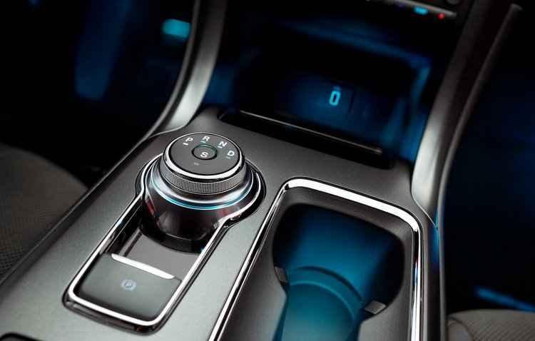 Destaque ficou por conta do câmbio com seletor giratório, que lembra os usados na Land Rover - Ford / Divulgação