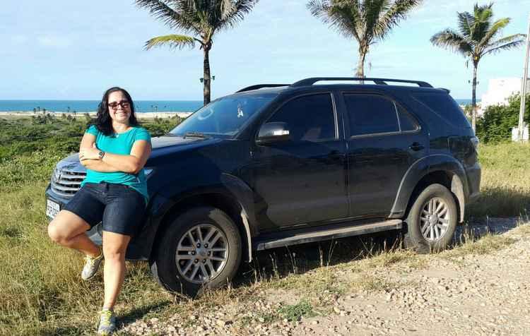 Luciana adora sua SW4, que é alta e lhe passa segurança, mas ela se incomoda com a instabilidade de um veículo de grande porte nas curvas - Arquivo Pessoal