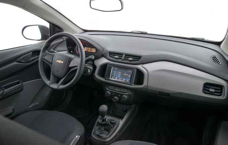 Sistema MyLink não está mais presente, mas para compensar, a Chevrolet dispõe de um sistema multimídia com TV digital, DVD, estrada USB, Bluetooth e projeção para smartphone, além de CD Player - GM / Divulgação