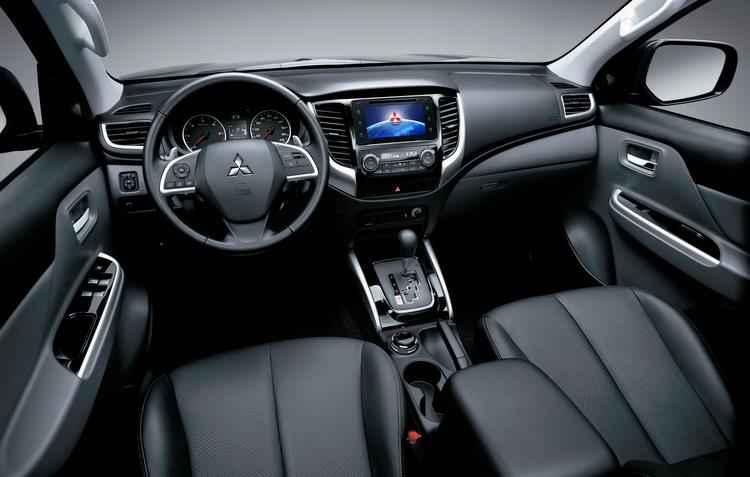 interior tem novos equipamentos de tecnologia e de segurança, como nove airbags - Mitsubishi / Divulgação