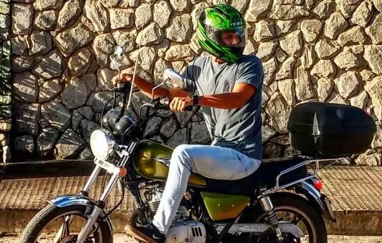 Estudante Renato Veras personalizou ele mesmo a sua moto: orgulho de pilotar - Arquivo Pessoal