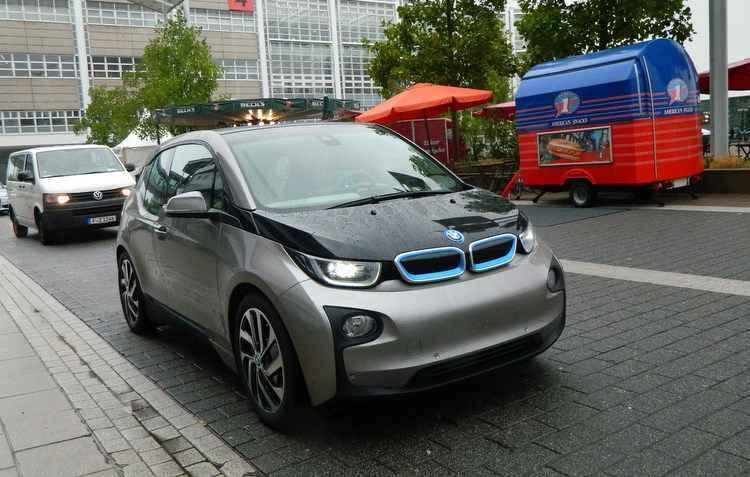 BMW i3 pode ser recarregado totalmente em longas três horas e 45 minutos - Taciana Goes / DP