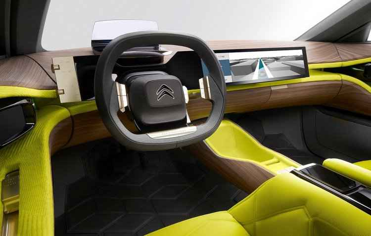 Bancos são estofados com tecido amarelo e contam com encosto de material amadeirado, aplicado também no painel - Citroën / Divulgação