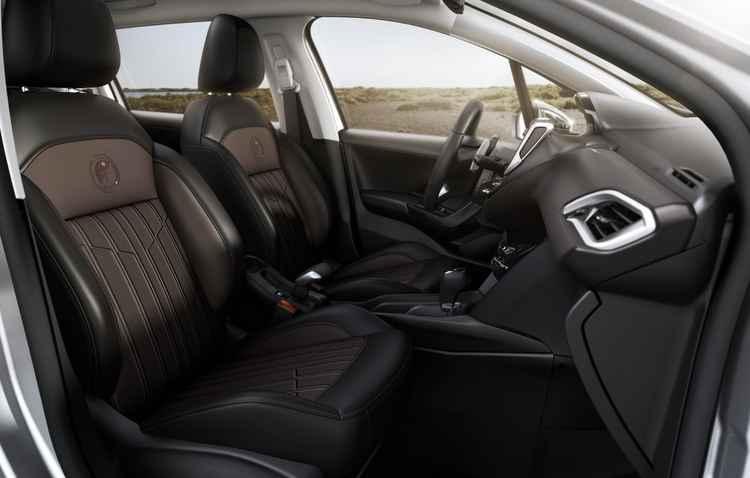 Mesmo com apelo aventureiro, o Crossway mantém a linha de sofisticação com itens exclusivos como os bancos dianteiros em couro - Peugeot / Divulgação