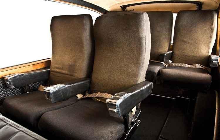 Músico mandou equipar o veículo com poltronas de avião - RM Sothebys / Divulgação
