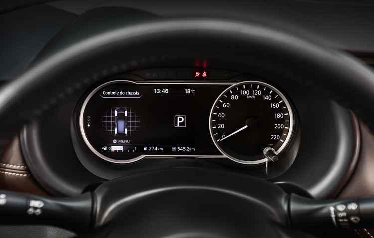 Um mimo interessante é uma segunda tela que surge no painel de instrumentos quando o carro é ligado - Nissan / Divulgação