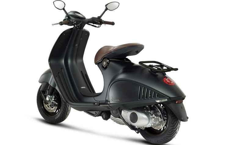 Quatro versões da scooter serão comercializadas por aqui: primavera, com 125 ou 150 cilindradas, Sprint 150, GTS 300 e 946 Emporio Armani 150 - Piaggio / Divulgação
