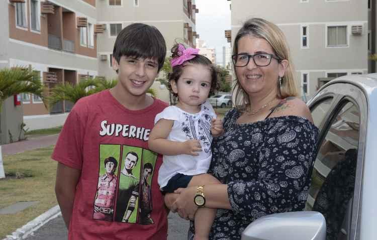 Luciana estimula os filhos desde pequenos a não comer dentro do carro - Amanda Oliveira / Esp. DP