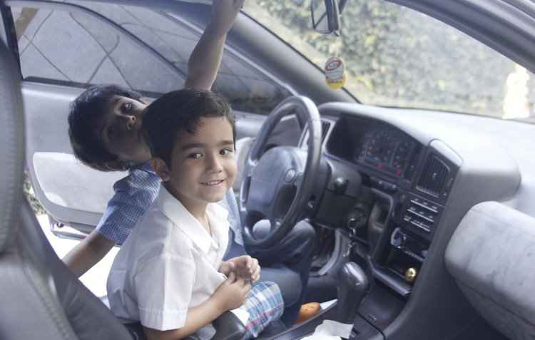 Tímido, o pequeno Davi, 7 anos, se revela em vídeos na web e diverte-se com Matheus. 5. dentro dos automóveis - Shilton Araujo / DP
