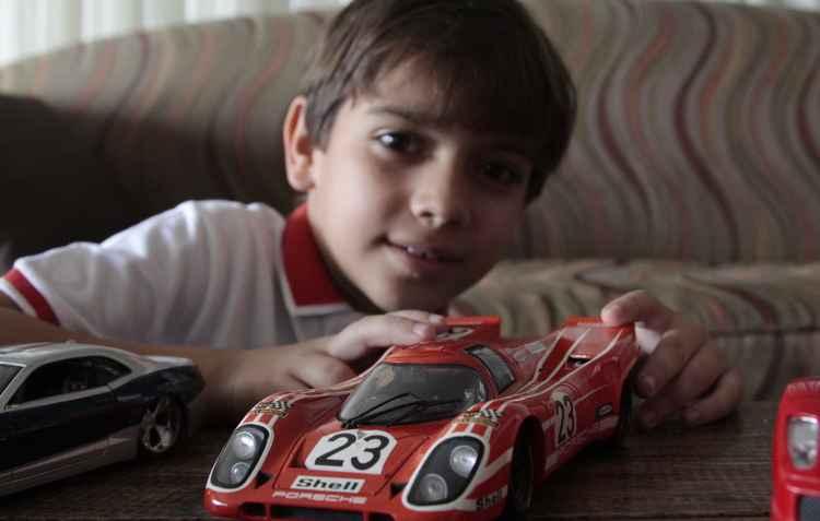 Sonho de Felipe, 8 anos, é ter uma Ferrari de verdade - Amanda Oliveira / DP