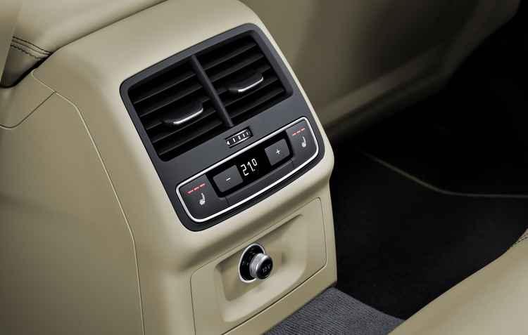 Atrás também é possível ajustar o ar-condicionado - Audi / Divulgação