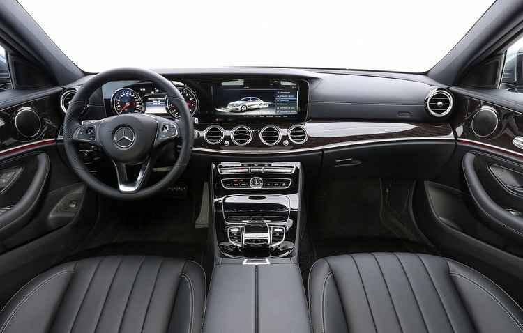 Dentro da cabine, o motorista pode acompanhar as informações do Classe E através de uma tela de 12,3 polegadas - Mercedes-Benz / Divulgação