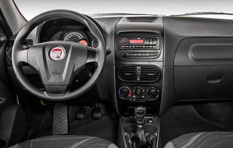 Versão Hard Working conta com ar-condicionado, vidros elétricos dianteiros e travas elétricas - Fiat / Divulgação
