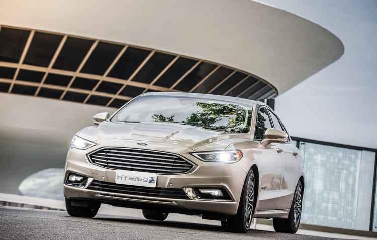 Versão híbrida é um diferencial do Fusion que concorre na categoria sedã premium - Ford/Divulgação