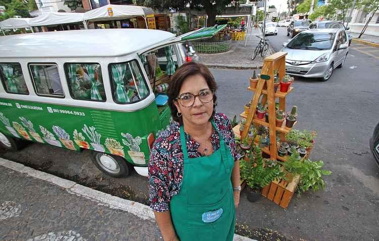 Cláudia Araújo, proprietária e idealizadora do modelo adaptado, planeja customizar outra Kombi para viagens - Roberto Ramos/DP
