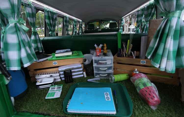 Escritório montado é prático e organizado - Roberto Ramos/DP