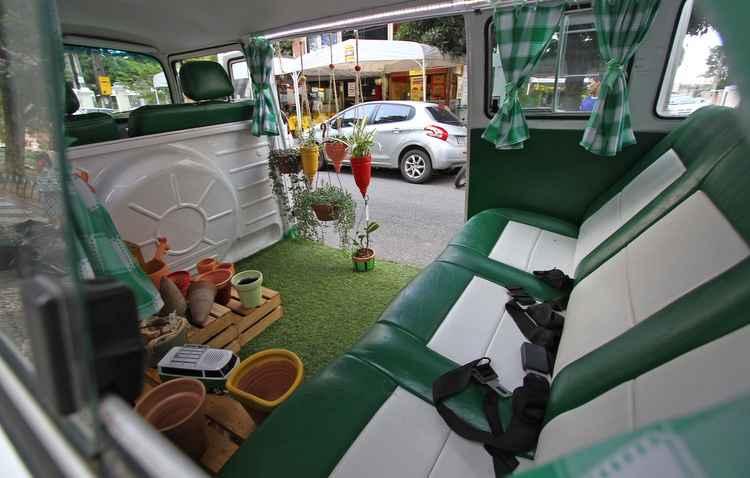 Detalhes charmosos como grama no lugar do tapete e bancos com duas cores - Roberto Ramos/DP