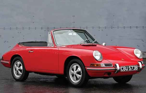 O Cabriolet, produzida pela fabricante alemã, estará em leilão na RM Sotheby's em Paris.   - Porshe/Divulgação