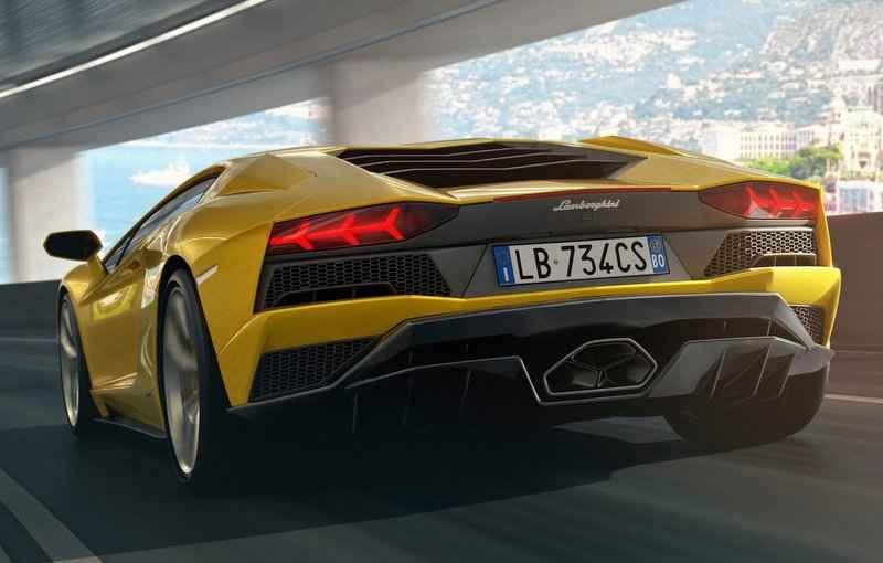 Com todas as rodas esterçantes, superesportivo recebeu mudanças desde a aparência até a mecânica - Lamborghini/Divulgação