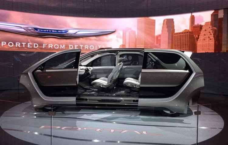Chrysler Portal possui portas que abrem para os lados, semelhante a um elevador - Taciana Goes/ DP