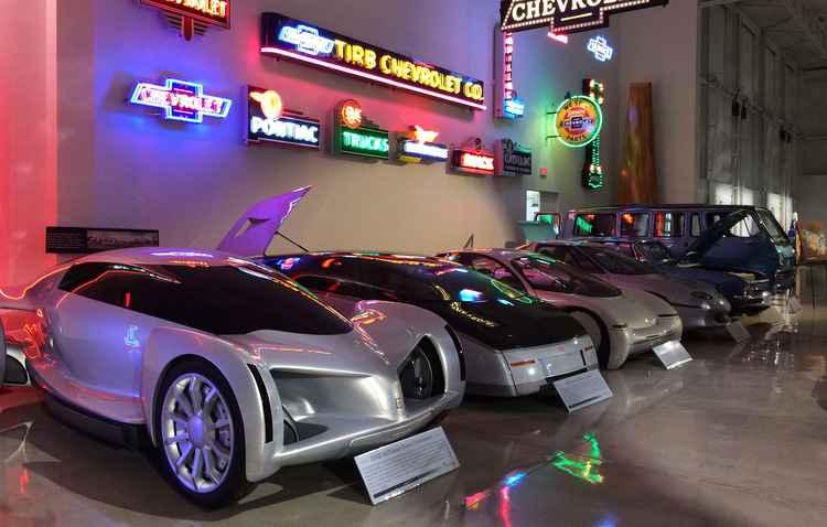 Conceitos, esportivos, gerações de Cadillacs e Corvetes fazem parte da coleção - Taciana Góes/DP