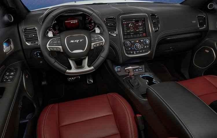Tela multimídia do SUV tem 8,4 polegadas com funções de tempos de aceleração, força g, gráficos de potência e torque  - Dodge/Divulgação