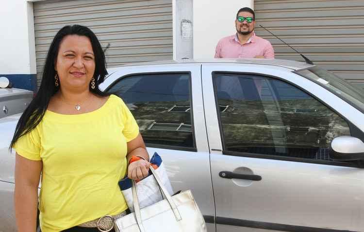 Arthur Oliveira dá carona à sua funcionária para otimizar o tempo - Julio Jacobina/DP