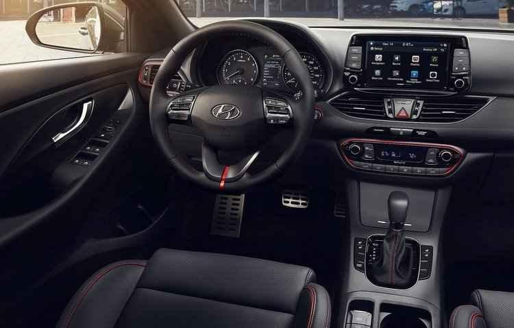 Elantra GT recebe sistema multimídia de 8 polegadas ligado ao sistema Apple CarPlay e Android Auto - Hyundai/Divulgacao