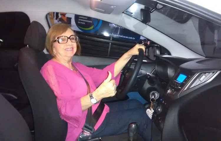 Eulina Coutinho, 78 anos, tem mais segurança na direção quando está acompanhada - Ana Coutinho/Divulgação