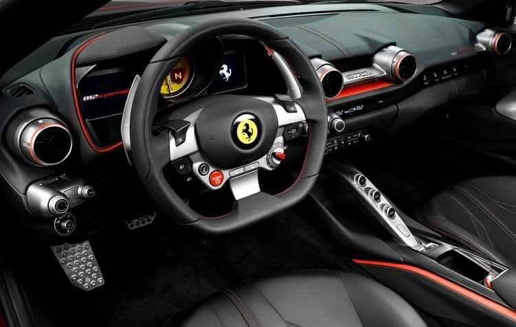 Bancos, volante e painel de instrumentos da nova Ferrari foram redesenhados - Ferrari/Divulgação
