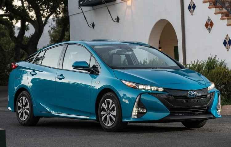 Novo Prius leva até 2 horas e 20 minutos para recarregar a bateria, através de uma tomada de 200V - Toyota/Divulgação