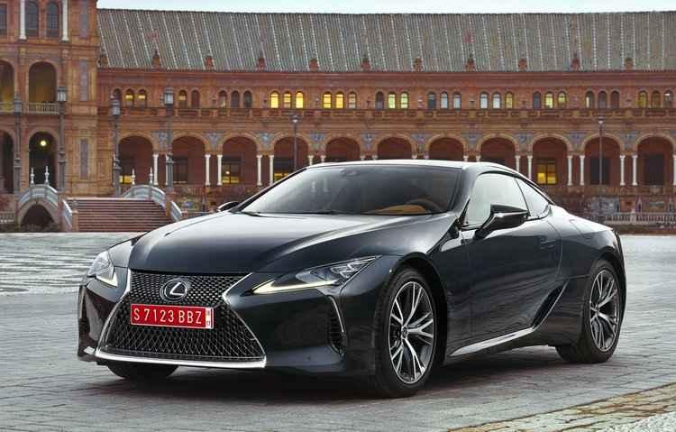 LC 500 conta com motor V8 5.0 de 477 cv. Já a versão LC 500h, oferece motor V6 3.5 com potência combinada de 360 cv - Lexus/Divulgação