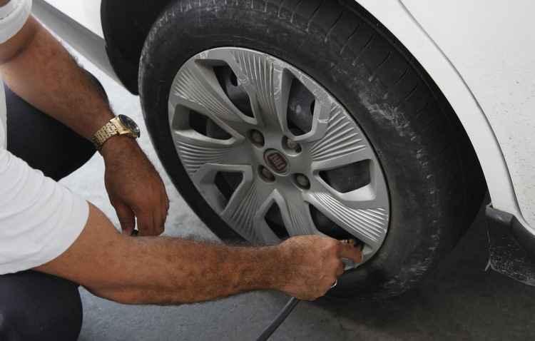 Para evitar dor de cabeça, a calibragem deve ser a estipulada pelo fabricante - Ricardo Fernandes/DP