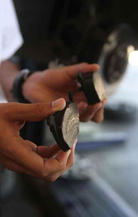 Caso as pastilhas de freio precisem ser trocadas, é indicado evitar freadas bruscas - Julio Jacobina/DP