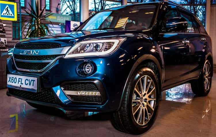 Frente do X60 ganhou novo logotipo da marca e grades horizontais - Lifan/Divulgação