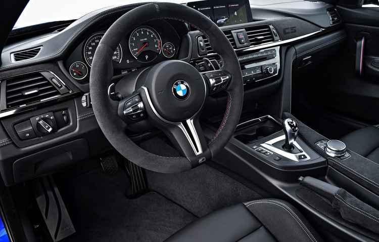 Som, ar-condicionado, BMW HiFi e central multimídia com GPS integrado também estão presentes no esportivo - BMW/Divulgação
