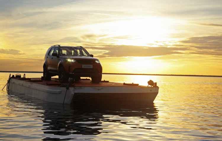 Espaçoso por dentro, o modelo comporta sete adultos com conforto principalmente na primeira fileira de bancos - Land Rover / Divulgacao