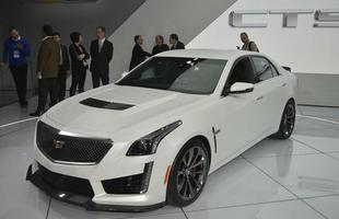 Carro oferece sistema de freio Brembo, câmera frontal, estacionamento automático e alerta de colisão dianteira