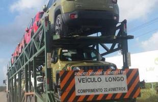 14/01/15: Vários protótipos desfilam em cegonha pela rodovia BR-101. Flagra do leitor Marcos Alencar.
