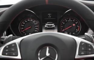 Sedã chega aos 100 km/h em apenas 4 segundos; velocidade máxima é de 290 km/h
