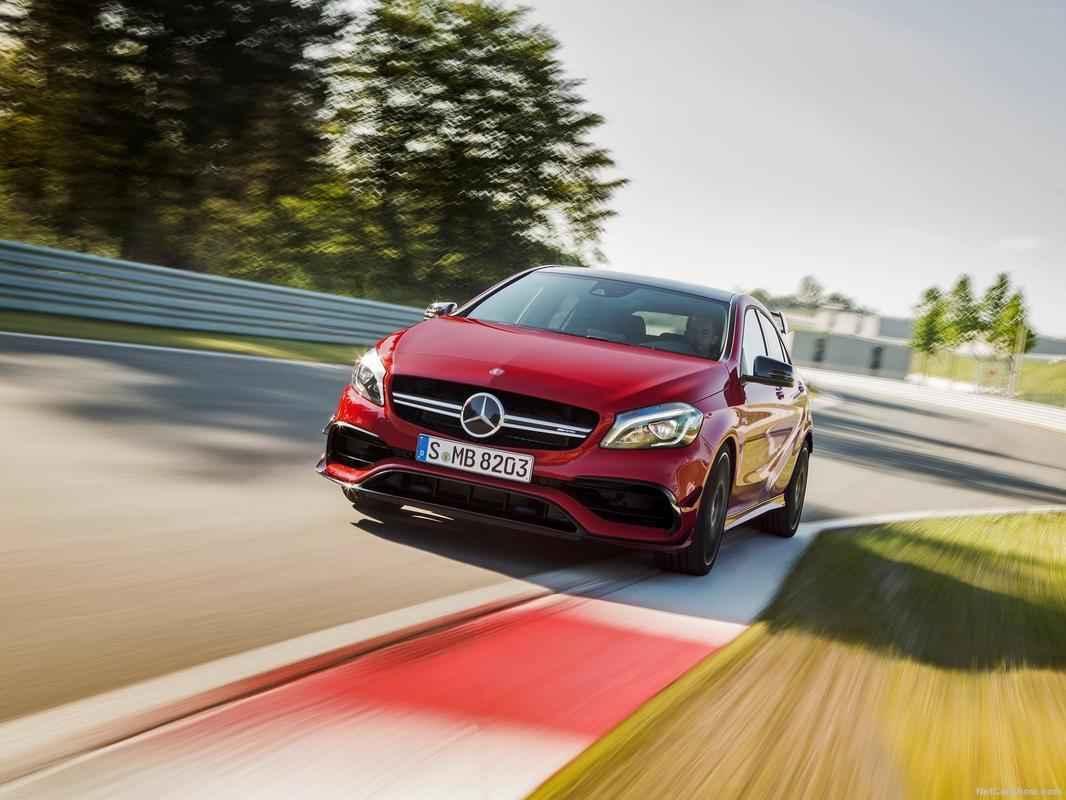 Mercedes-Benz revelou o A45 AMG 2016. Carro recebeu um facelift e apresenta algumas mudanças no design e na motorização