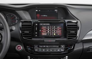 A partir da versão EX, câmera de ré e sistema Display Audio de sete polegadas com suporte a Android Auto e Apple CarPlay