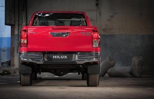 A nova Hilux está mais longa e larga, mas também mais baixa do que o modelo anterior