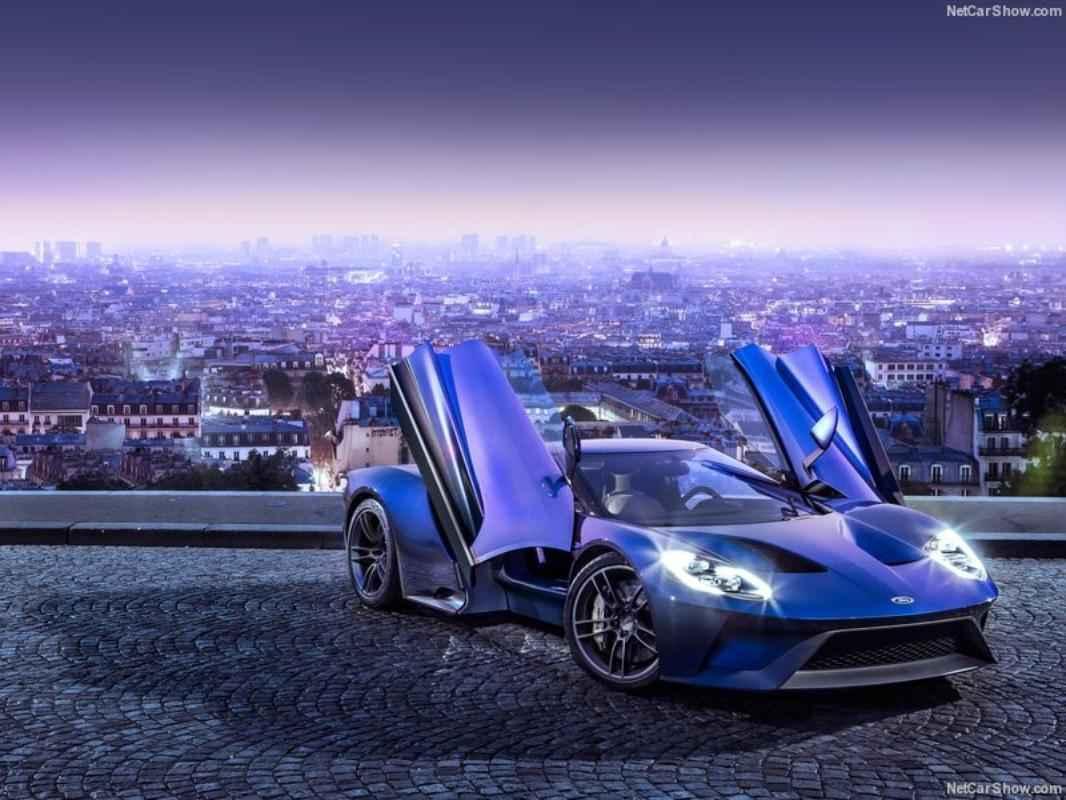 O GT foi feito com materiais leves, como fibra de carbono e alumínio, que permitem melhorias na aceleração e no manuseio com maior eficiência