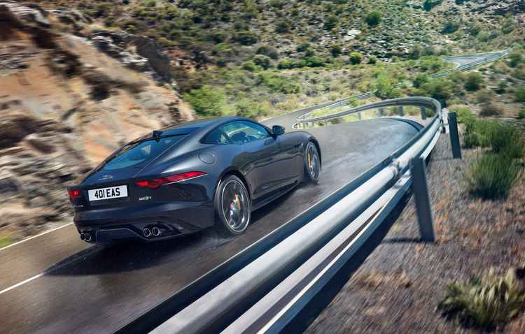Carro é o primeiro da marca a contar com direção elétrica assistida de série - John Wycherley/Jaguar/divulgação