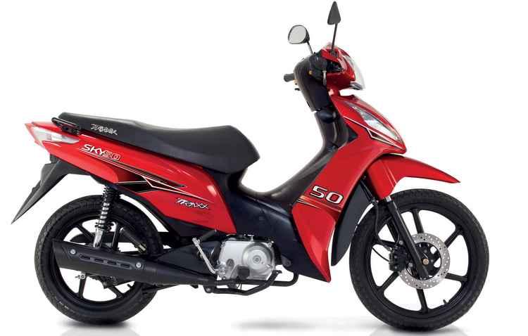 Ciclomotor vem com rodas de liga-leve em preto fosco - Traxx/divulgação
