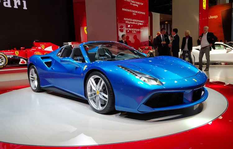 Ferrari 488 Spider oferta central multimídia com sistema Carplay da Apple - Jorge Moraes/ DP/ D.A Press