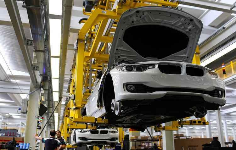Brasil se prepara para fechar o ano de 2015 caindo mais uma posição no ranking mundial de venda de automóveis - BMW/Brunomooca/Reproducao