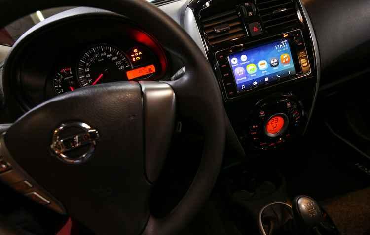Nissan March 2016 já conta com a compatibilidade dos aplicativos - Nissan / Divulgação