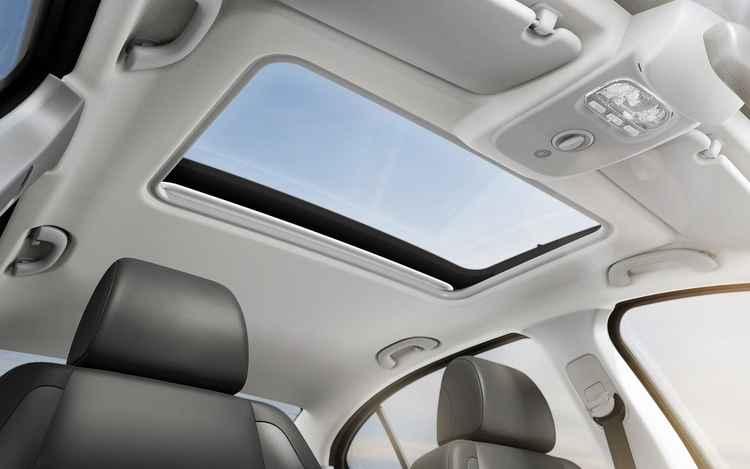 O teto solar foi mantido - Peugeot/Divulgação